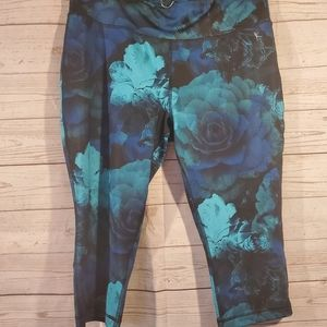 Danskin Now Floral Fitted Capris